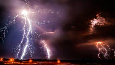 Bild von Blitze vor dem Fenster – Sind sind woanders!